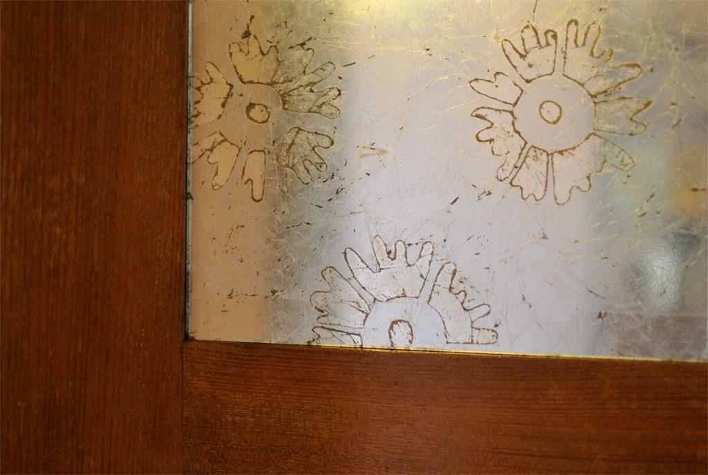 Pattern di fiori in foglia argento