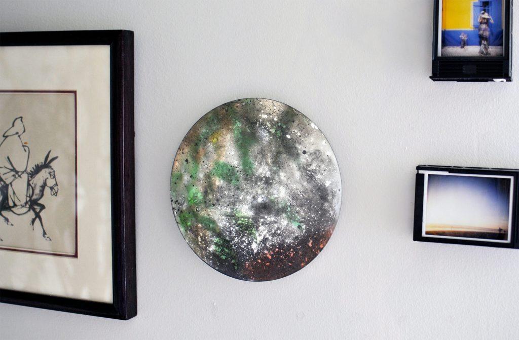 Specchio argentato e anticato a mano con ossidazioni leggere e tonalita' bronzo dorate