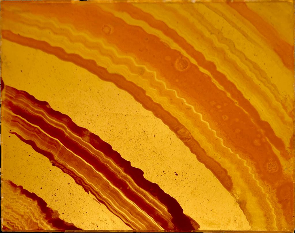 Resine con pigmenti e polveri naturali con fondo in foglia oro