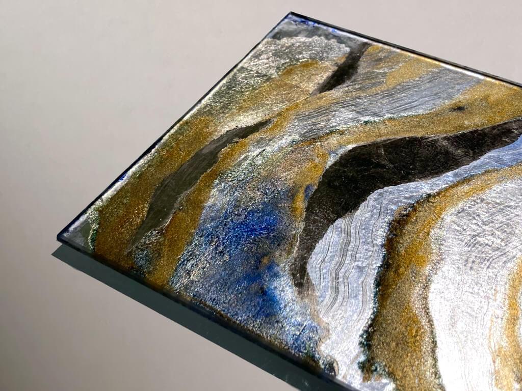 Foglia Caplain e policromi in oro ricco e blu oltremare