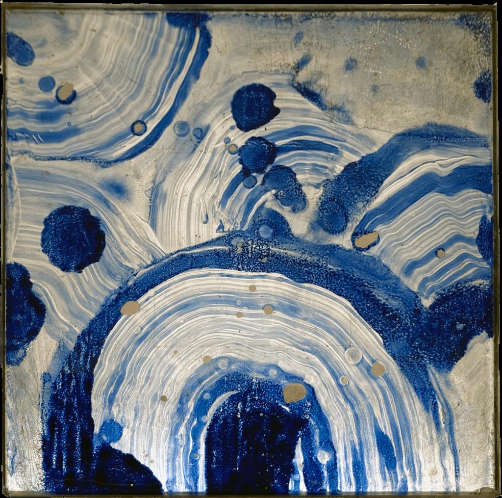 Pigmenti blu oltremare e resine con fondo in foglia alluminio